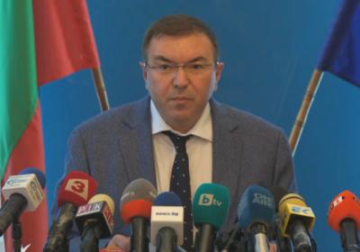 Министър Ангелов: От четвъртък носенето на маски и на открито отново става задължително
