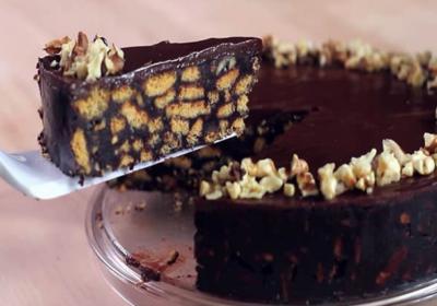 Вкусна шоколадова торта с бисквити без печене!