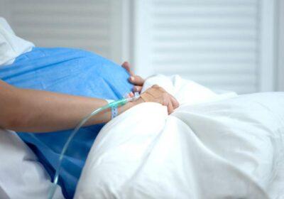 Пълен абсурд! Жена обиколи три болници, за да роди