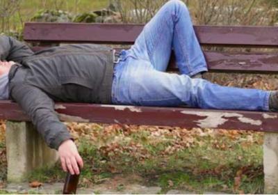 Бившия военен Тодор спи на пейка в студа, след като продал две жилища, за да купи апартамент на сина си