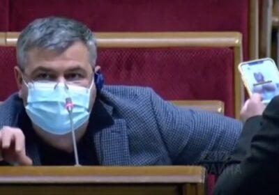 Голи женски гърди в най-неподходящия момент - скандалът с украинския депутат