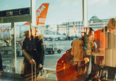 Обединеното кралство плаща на чужденците да се прибират по домовете си