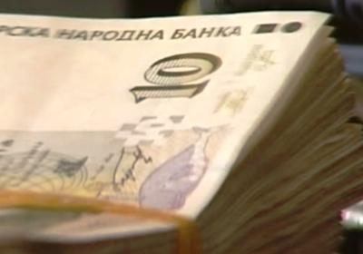 Средната заплата става 1000 евро, 1600 лв ще взима продавачка!
