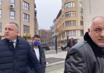 """Варненци посрещнаха Бойко Борисов в викове """"Оставка!"""" и освирквания"""