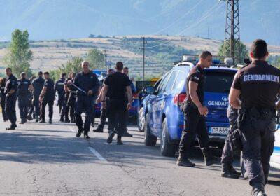 Почерня от полиция пред дома на изчезналия Янек в Дупница
